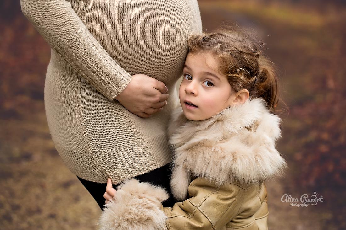 Chicago Outdoor & Studio Maternity Photographer Alina Renert