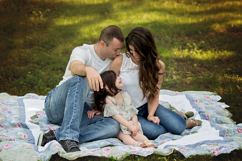 Chicago Outdoor Family Session l Alina Renert Photography