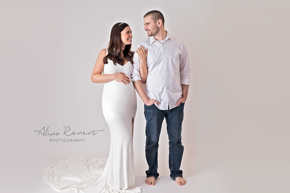 Chicago Studio Maternity Photographer Alina Renert
