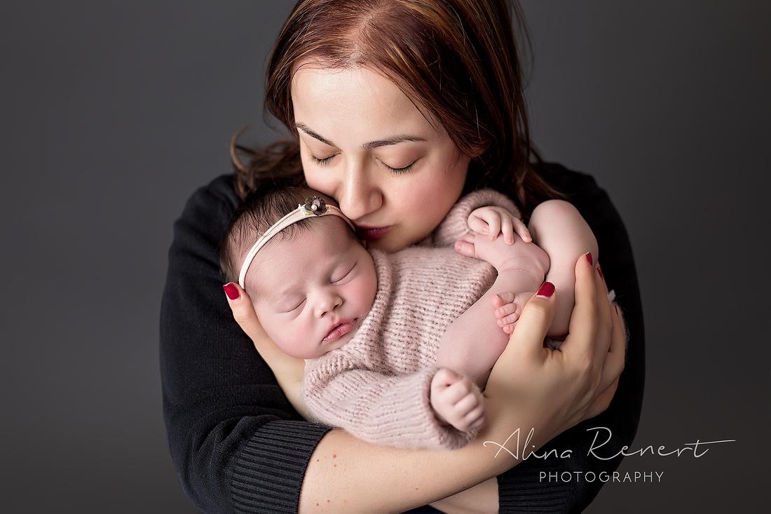 Chicago Newborn Photographer - Sabrina - Alina Renert Photography