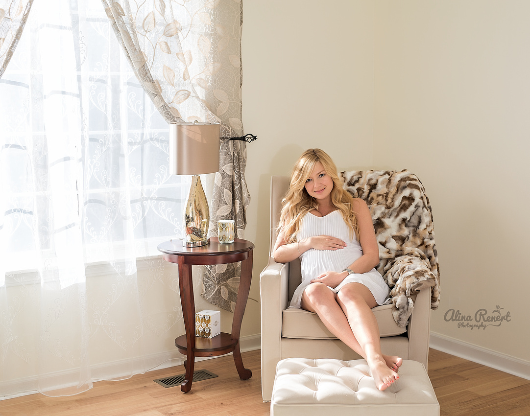 Chicago's Premier Lifestyle Maternity Photographer Alina Renert