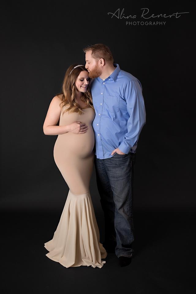 Chicago Studio Maternity Session - Alina Renert Photographer