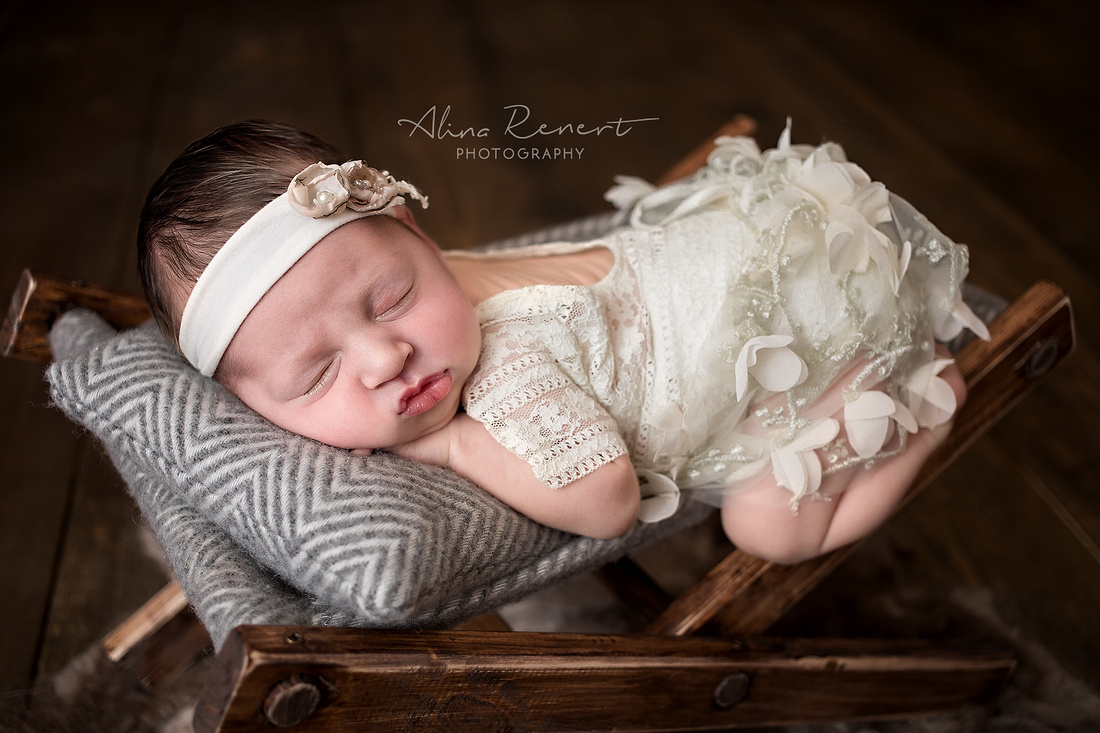 Chicago Newborn Session - Alina Renert Photography
