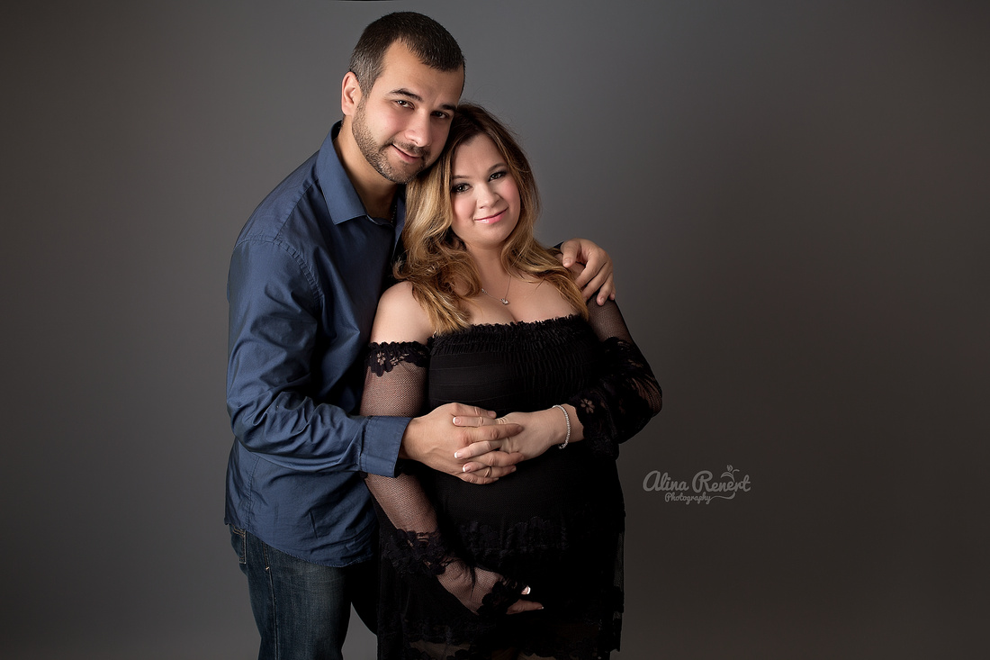 Wheeling Studio Maternity Photographer