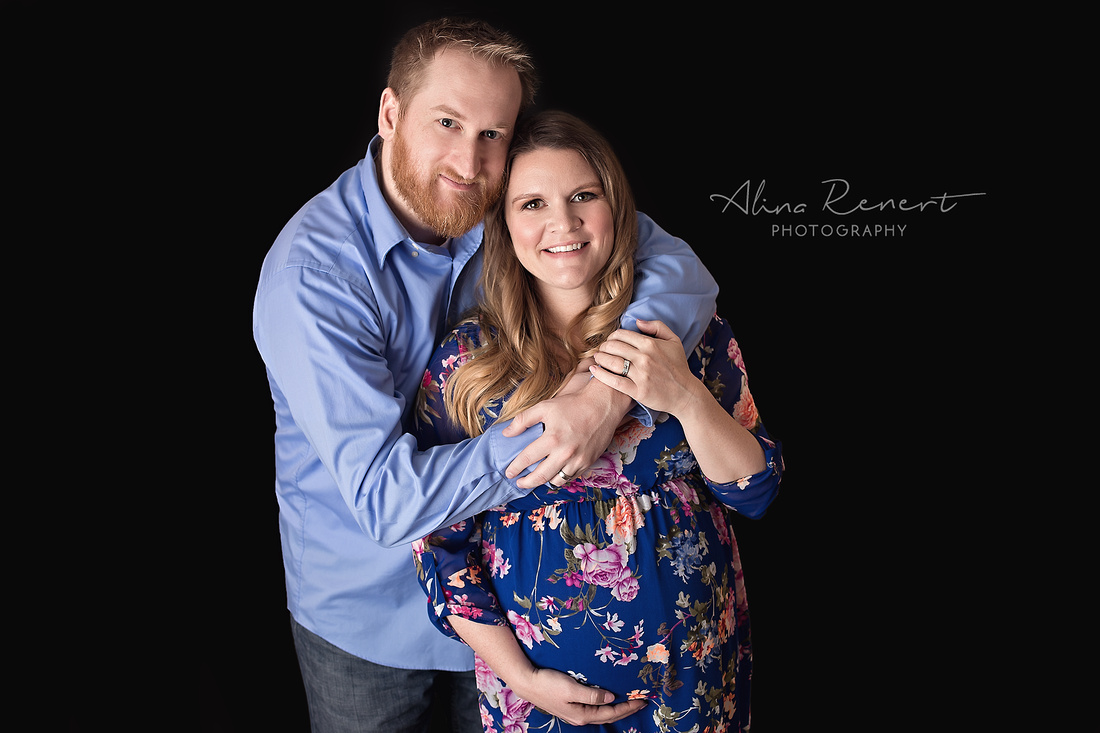 Chicago Studio Maternity Session - Alina Renert Photographer
